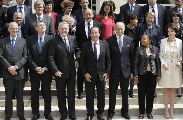 Lequel des ministres de la présidence de François Hollande l'était déjà sous François Mitterrand ?