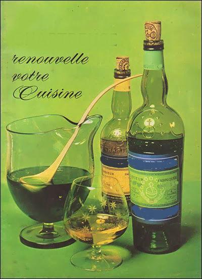 Quel alcool datant de 1605 fabriqué à Voiron, vous est suggéré sur cette affiche ?