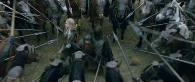 Dans  Les deux tours , qui rencontre Aragorn, Légolas et Gimli dans Riddermark et que leur offre-t-il ?