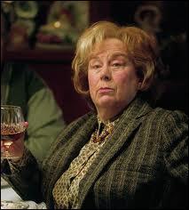 Dans  Harry Potter et le prisonnier d'Azkaban  qu'arrive-t-il à la tante de Harry ?