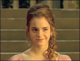 Avec qui Hermione va-t-elle au bal dans  Harry Potter et la coupe de feu  ?