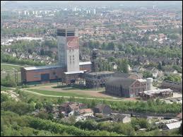 Loos-en-Gohelle est une commune nord-pas-de-calaisienne située dans le département n° ...