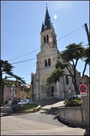 Je vous présente l'église Saint-Denis de la commune Rhodanienne de Rillieux-la-Pape. Cette ville se situe en région ...