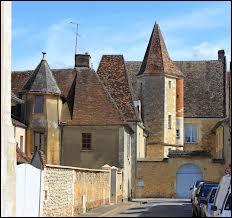 Je me promène dans les rues de la commune centrienne (ou centriste) de Saint-Jean-Pierre-Fixte. Je suis dans le département n°...