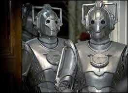Cyberman : leur corps robotique est contrôlé par un cerveau... humain. Ils capturent des humains pour les placer dans la partie robotisée, tout en supprimant en passant les émotions. Ils ne sont pas parfaits, comme toutes les choses, mais sont : (point fort)