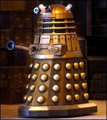 Dalek : très célèbres monstres, originaires de Skaro. Ils sont les ennemis jurés du Docteur depuis très longtemps. Quel est leur point fort ?