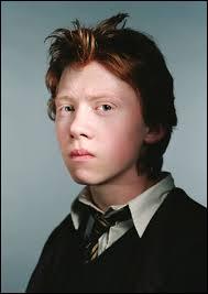 Lors de sa 3e année, Ron possède...