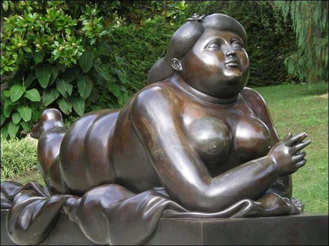 Qui est ce grand sculpteur et aquarelliste colombien, célèbre pour ses statues de femmes  très rondes  ?