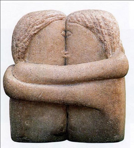 Qui est ce grand sculpteur d'origine roumaine, auteur d'un  Baiser  un peu provocateur, évoqué dans le film  Fauteuils d'orchestre  ?