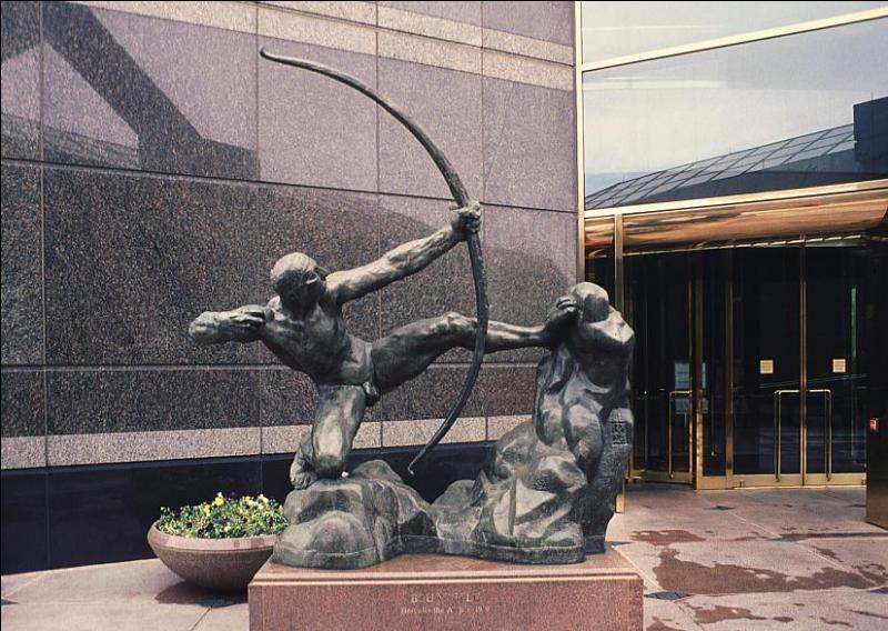 Quel est le nom de ce sculpteur français, spécialiste d'œuvres imposantes, dont  Héraklès archer  eut un grand succès en 1909, et qui a réalisé de nombreuses statues pour les monuments aux morts ?