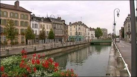 Quel fleuve français traverse la ville de Troyes ?