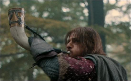À sa mort, comment Boromir appelle-t-il Aragorn ?