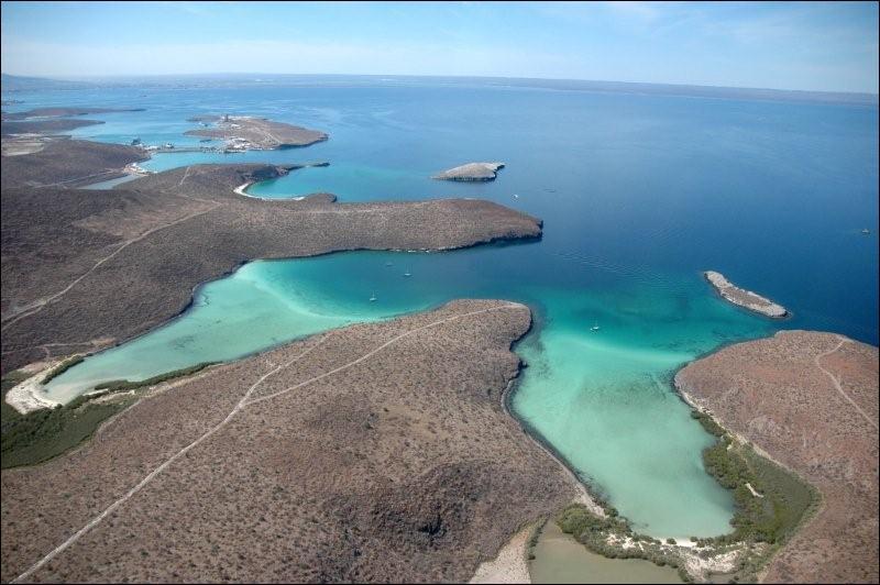 Dans quel pays la Basse-Californie, qui sépare la Mer de Cortés du reste de l'Océan Pacifique, est-elle située ?