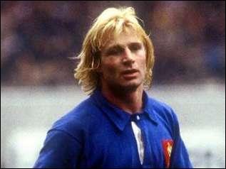 Comment s'appelle ce Jean-Pierre, rugbyman surnommé  Casque d'or  ?