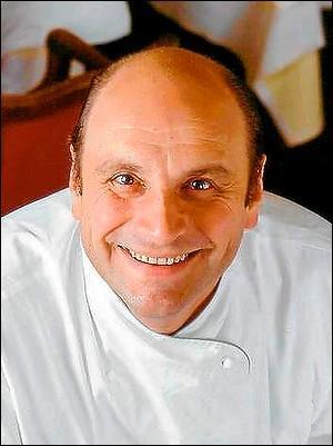 Quels sont les noms et prénoms de ce cuisinier colossal et surdoué, établi à Saulieu, qui s'est suicidé en 2003, à 52 ans ?