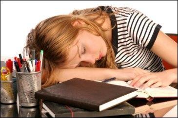 Certaines personnes peuvent dormir jusqu'à 20 h par jour, elles sont atteintes d'une maladie très handicapante, la ...