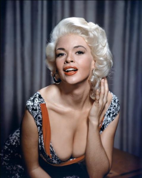 Comment s'appelle cette actrice explosive des années 60, morte à 34 ans dans un accident d'auto, et qui ne possédait que des voitures roses ?