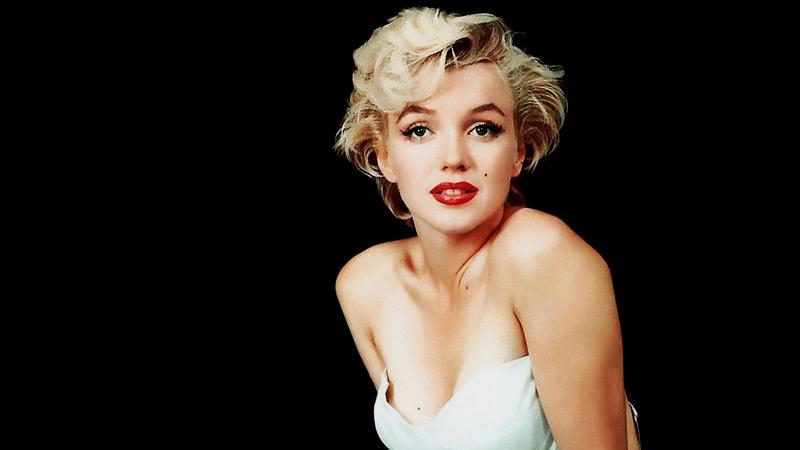 Qui est cette comédienne américaine culte, morte jeune, soi-disant dans un suicide pas clair, créatrice du style  blond platine , et figurant pour beaucoup  la  blonde éternelle du cinéma ?