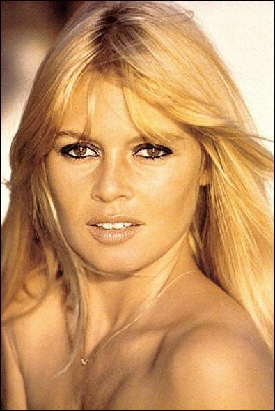 Cette actrice française culte, qui, sans jeux de mots, a bien mal tourné, a fait carrière grâce à un physique avantageux. Sa diction était d'une rare fadeur et sa présence du même tonneau. Qui est-ce ?