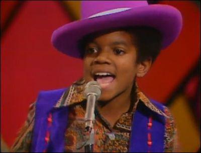 Où Michael est-il sur cette photographie ?
