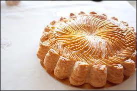 Un classique de la pâtisserie, c'est un gâteau français à base de crème d'amandes. Originaire du Loiret et du Centre, c'est le cousin de la galette des Rois.