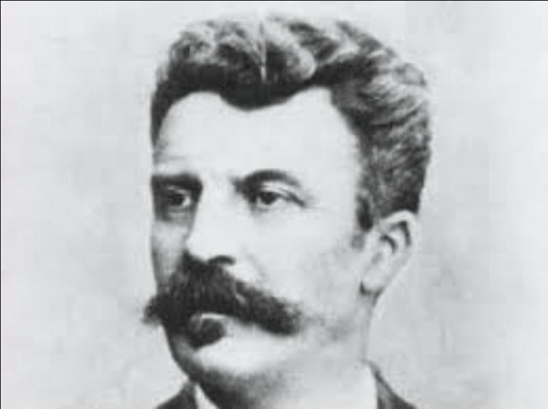 L'écrivain Guy de Maupassant né près de Dieppe en 1850, mourut à Paris en 1893. Quelle est à la fausse proposition à son sujet ?