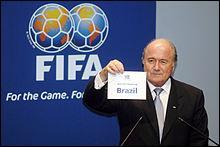 Quel jour la FIFA a-t-elle décidé d'élire le Brésil comme pays d'hôte ?