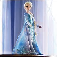 En sortant de chez Elsa, un bonhomme de neige géant en sort, pourquoi ?