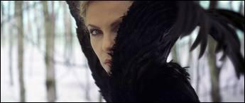 Pourquoi Blanche Neige veut-elle fuir Ravenna ?