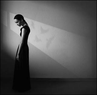 """Qui chantait """" D'abord vos corps qui se séparent, T'es seule dans la lumière des phares ... et ça continue encore et encore ... """""""