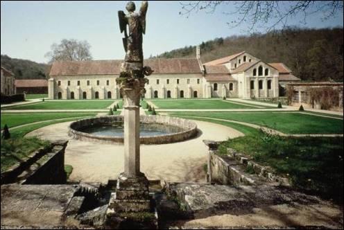 Le monastère ou abbaye est :
