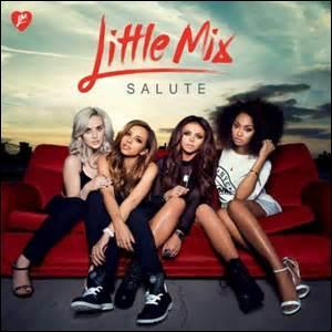 Sur la pochette de leur album elles sont assises sur un canapé. Quelle est la couleur du canapé ?
