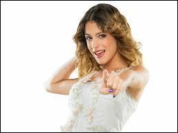 Avec qui Violetta est-elle sortie lors de la première saison ?