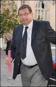 Né à Paris le 2 février 1956, cet homme politique français est aussi un ancien sportif de haut niveau. Qui est-ce ?