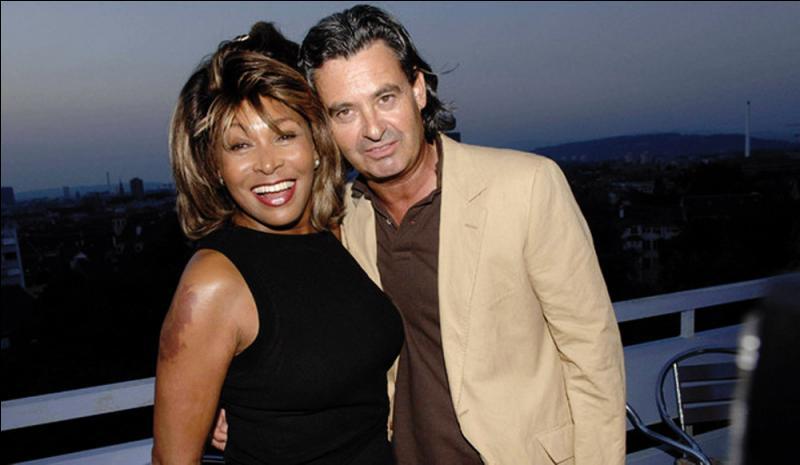 Tina Turner, d'origine cherokee, black et navajo, vient de changer de nationalité pour en adopter une européenne, celle du pays où elle vit et où elle vient de se marier. Laquelle ?