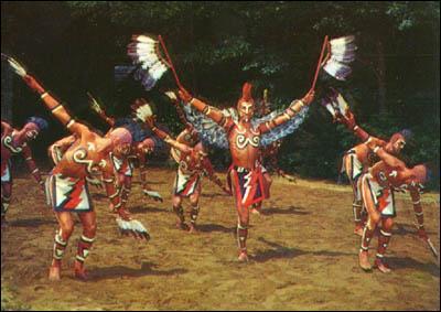 À l'époque de la Guerre d'Indépendance, des dissidents cherokees, les  Chickamauga  s'allièrent avec les Shawnee et menèrent des raids contre les établissements des colons, aidés par les Britanniques. Pourquoi ?