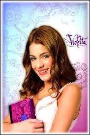 Quelle est la couleur de la fleur sur le journal intime de Violetta ?