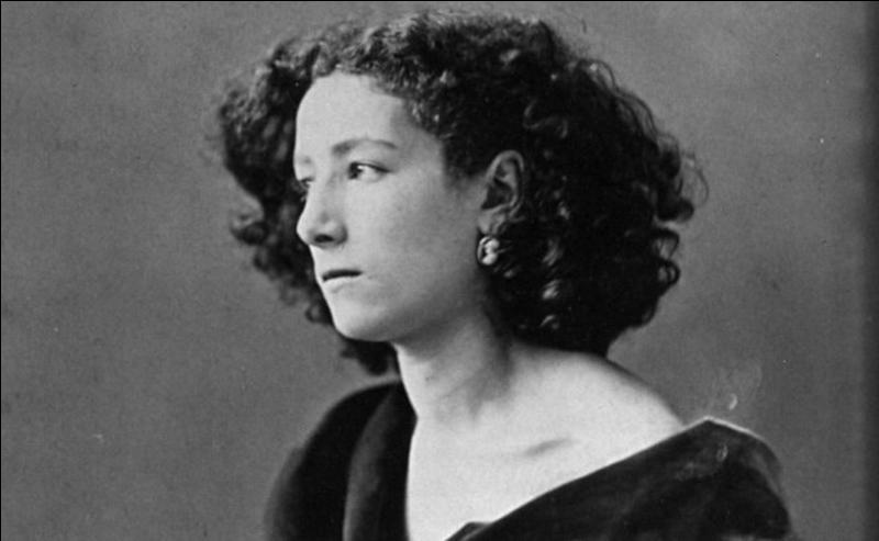 Cette actrice a dû se faire amputer d'une jambe. Très patriote, elle organisa une ambulance pendant la guerre de 1870 et refusera toujours d'aller jouer en Allemagne. On lui donna comme surnom « la voix d'or », « la divine », « l'impératrice du théâtre », « la scandaleuse ». Qui est cette femme ?