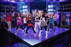 Où se trouve le studio de la série  Shake It Up  ?