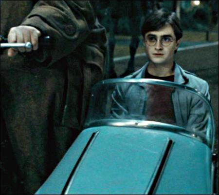 Revivez la première partie du dernier tome d'Harry Potter sous un angle différent ! Un grand merci à Bozo pour toutes les photos. Tout commence quand :