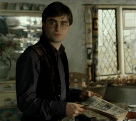 Mais Harry n'est pas un homme comme les autres, vous l'aurez compris. Quand les uns dorment jusqu'à 14h, Harry, lui, en profite pour lire :