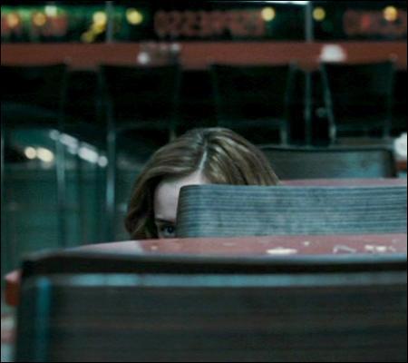 Cache-cache ou pas, Hermione est la plus furtive des trois. L'occasion de vous dire que  Moi, je j'ai pas besoin de cape pour devenir invisible . Qui est le  moi  ?