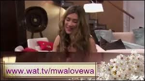 Quelle est cette chanson qu'Angie chante (photo) ?