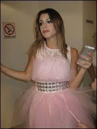 Dans quelle chanson Violetta porte-t-elle cette tenue (photo) ?