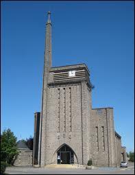 Voici l'église Saint-Gorgon de la commune lorraine d'Aumetz. A votre avis, elle se situe dans le département ... Regardez bien le nom de la commune, il vous aidera à trouver le département.
