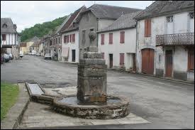 Nous traversons la commune aquitaine de Lucq-de-Béarn. Nous sommes dans le département ...