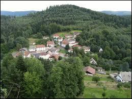Nous partons dans la petit village de Pierre-Percée. Connu pour son grand lac artificiel et son barrage (le Barrage du Vieux Pré), Pierre-Percée se situe dans le département ...