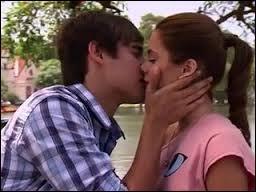 Dans quel épisode Violetta et León s'embrassent-ils ?