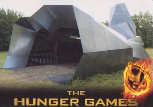 Que les 74e Hunger Games commencent ! L'arène plaît à Katniss : des arbres partout autour de la corne d'abondance. Mais dans le livre, à quoi ressemble l'arène ?