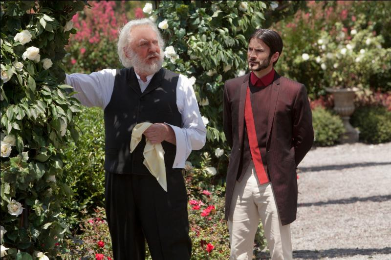 Les Hunger Games sont enfin finis pour nos héros ! Nous, en tant que spectateurs, avons eu droit de voir l'avancement des jeux en dehors de l'arène, notamment les négociations d'Haymitch et les discussions entre Seneca Crane et le président Snow. Mais pour les lecteurs, à quoi ont-ils droit ?
